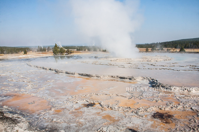 Morning at the Great Fountain geyser along Firehole Lake Drive - Yellowstone National Park
